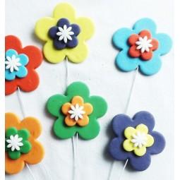 Didelės spalvotos gėlės su vielutėmis