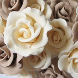 Dramblio kaulo spalvos rožė su vielute
