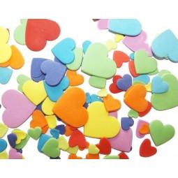 Įvairių spalvų skirtingo dydžio širdys