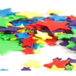 Įvairių spalvų skirtingo dydžio žvaigždės