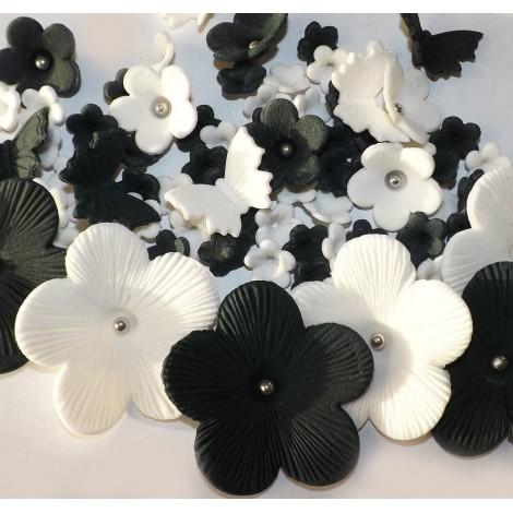 Juodos, baltos gėlės su drugeliais