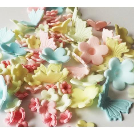 Pastelinių spalvų gėlytės su drugeliais