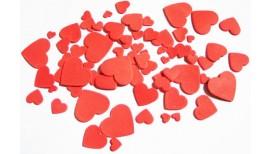 Raudonos spalvos skirtingo dydžio širdys