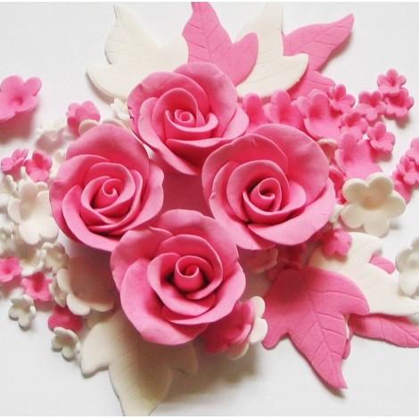 Rožinės, baltos spalvos gėlių rinkinys su rožėmis