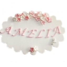 Rožinės spalvos valgomoji plokštelė su vardu