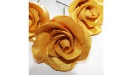 Auksinės spalvos maža rožė su vielute