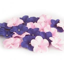 Tamsiai violetinės, alyvinės gėlės su sidabriniais viduriukais