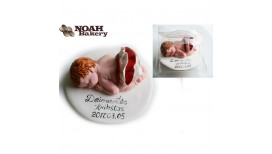 Torto papuošimas - gulintis kūdikis iš modilino