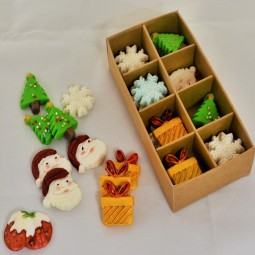 Christmas cake toppers with Santa Claus